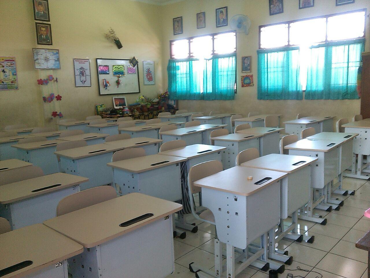 foto meja sekolah